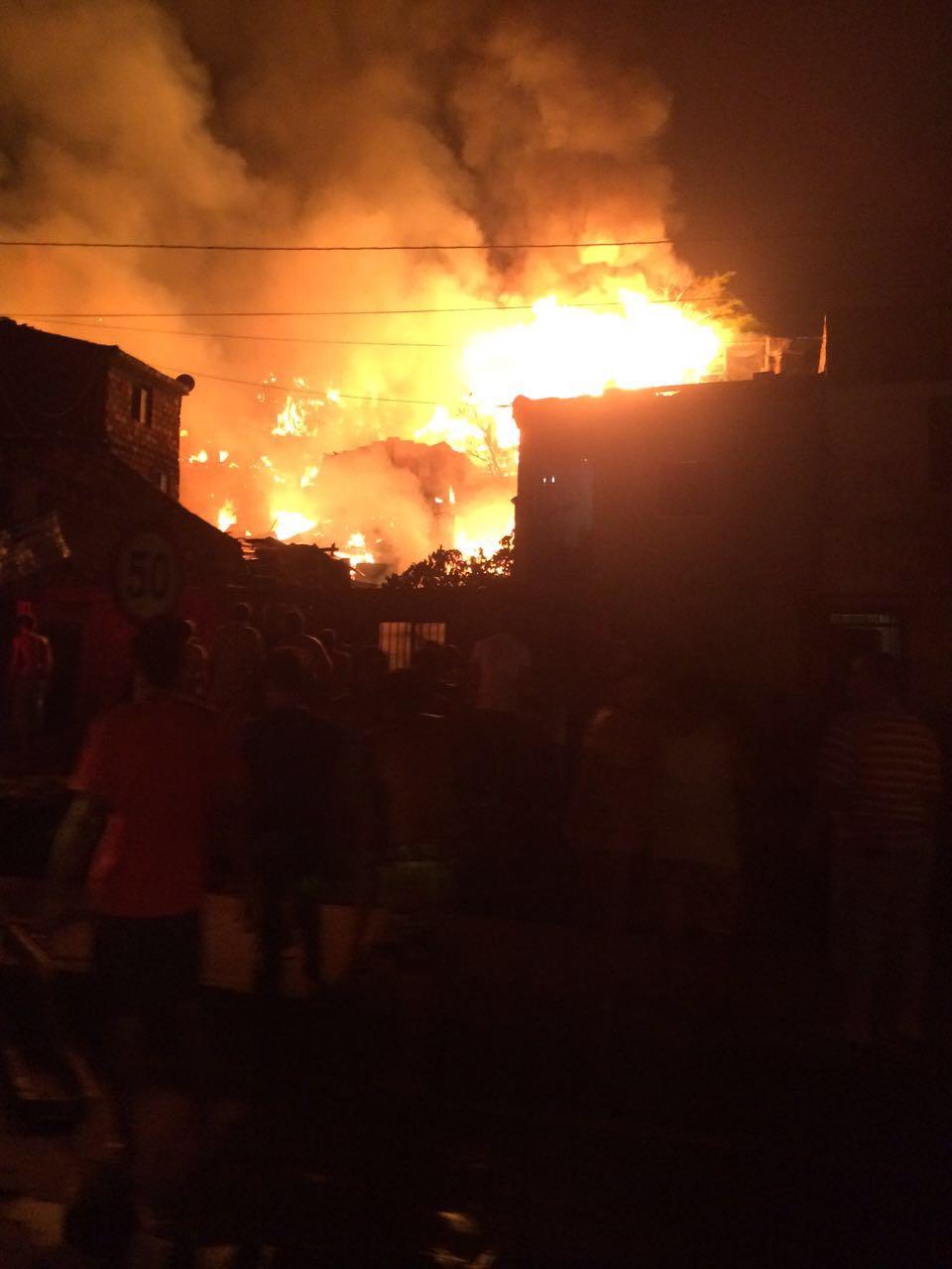 Tres personas muertas y 100 casas afectadas deja incendio en Cartago