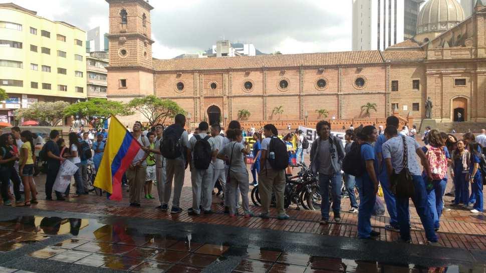 Estudiantes protestan por ingreso del HUV a la Ley 550