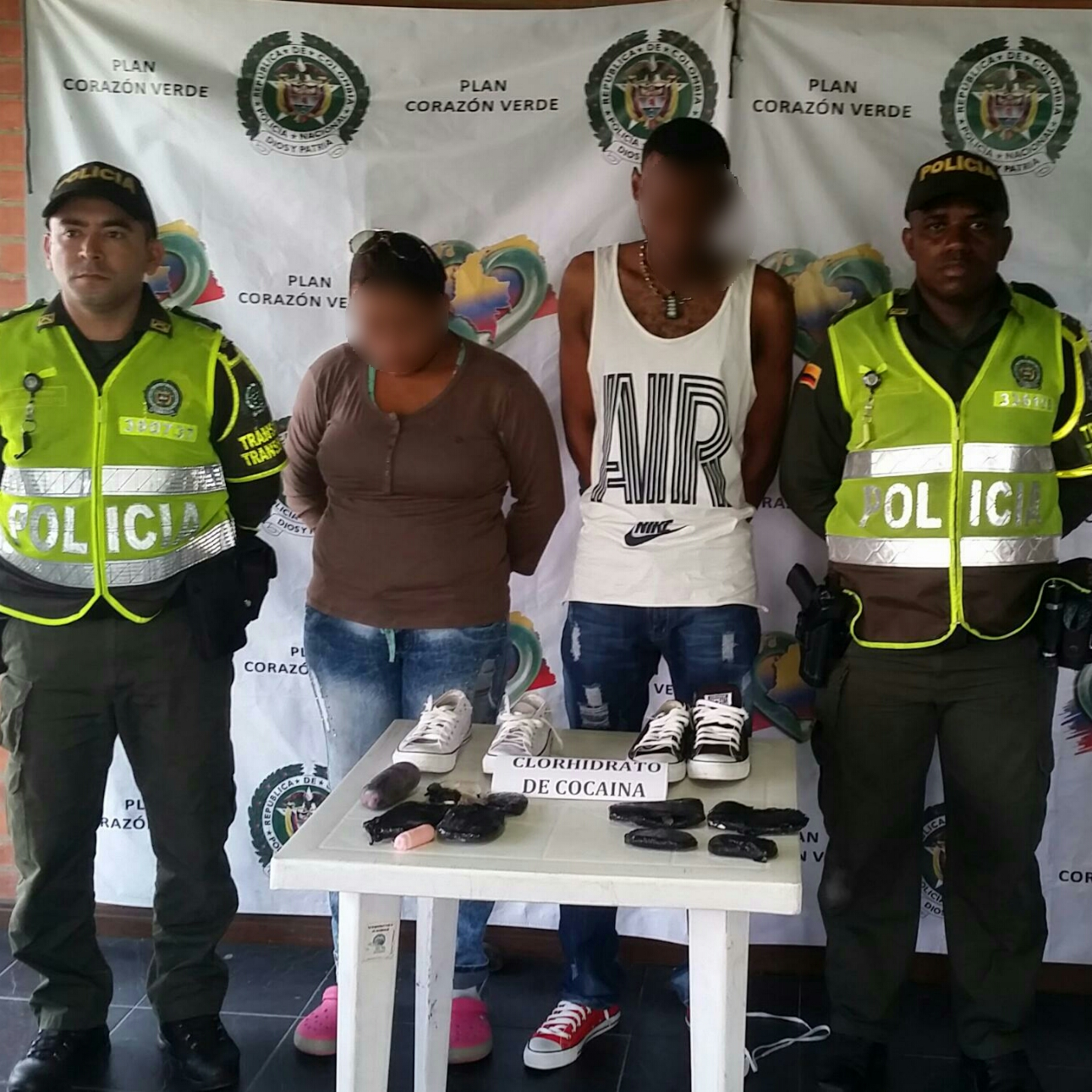 En plantillas de zapatos policía incauta clorhidrato de cocaína