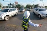 Conductor trató de atropellar a agentes de tránsito que querían multarlo en Cali