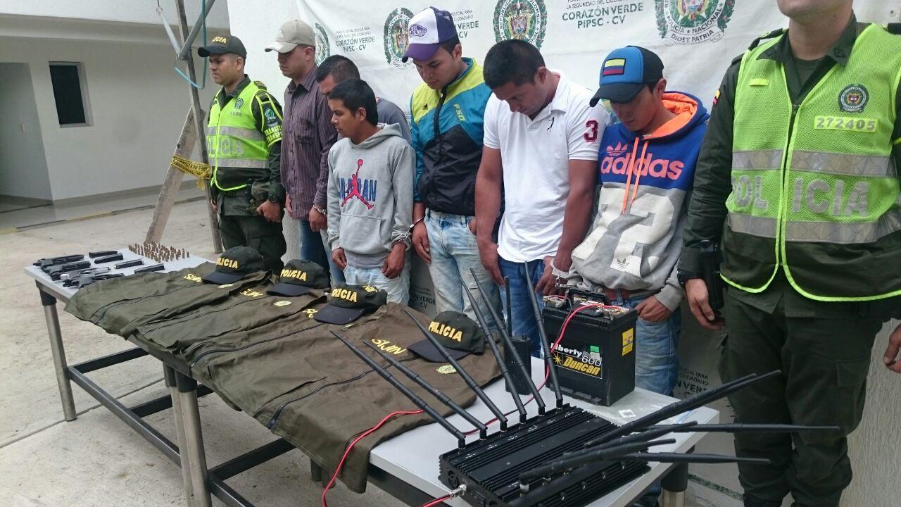 Policía capturó a 6 personas con emblemas falsos de la Sijín