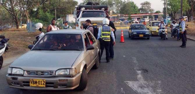 24 vehículos inmovilizados tras operativos a transporte informal