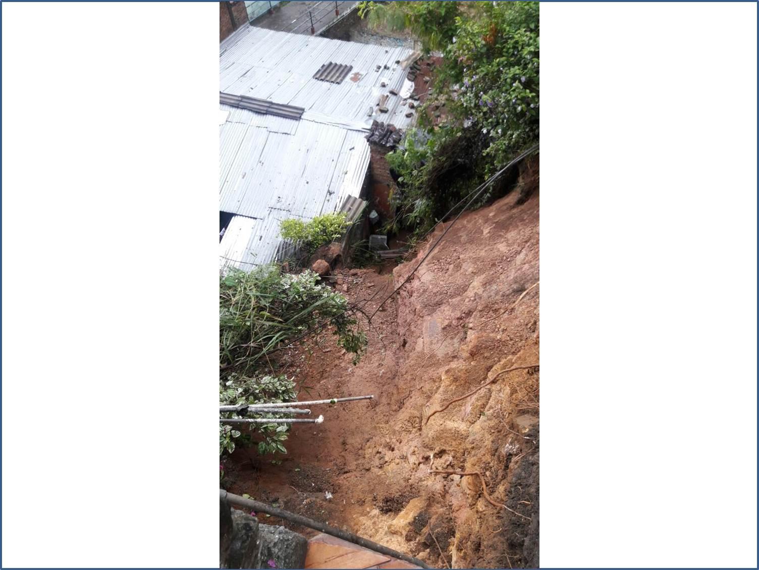 Lluvias provocaron deslizamiento de tierra en Siloé que afectó dos casas