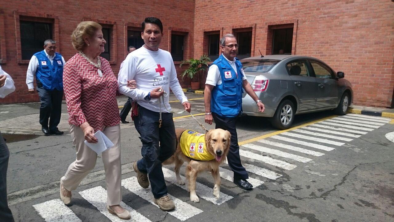 Roger y Lénox, recibidos con honores por su labor en Ecuador