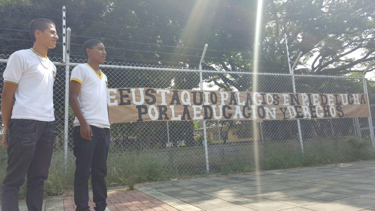 Alumnos del Eustaquio Palacios protestan por administración