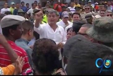 El Presidente Correa anuncia distribución de recursos para las zonas destruidas