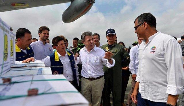 Santos viajó a Ecuador para entregar ayudas humanitarias