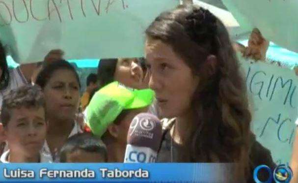 Estudiantes y padres de familia exigen renuncia de rector de colegio en Ceilán