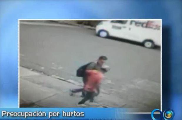 Denuncian aumento de robos a peatones en el barrio El Peñón