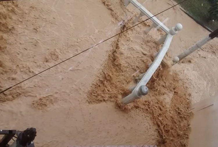 Graves inundaciones deja la fuerte lluvia del sábado