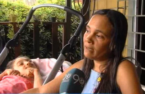 Madre clama a la EPS por su hija con parálisis cerebral