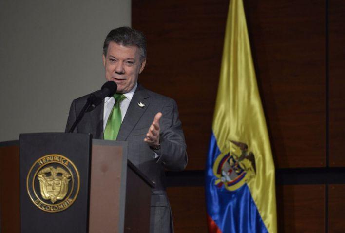 Fin del conflicto generará oportunidades para invertir en el país: Santos