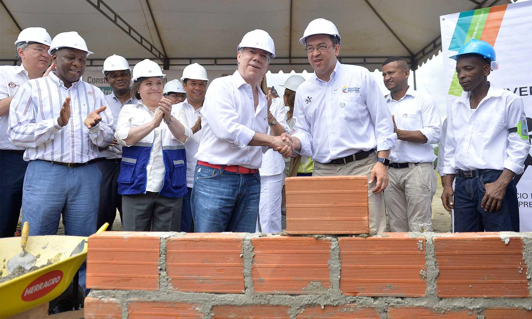 Presidente Santos pone la primera piedra del SENA en Buenaventura