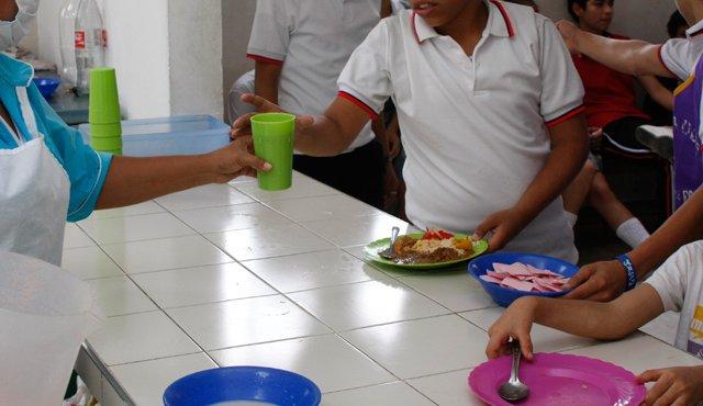 Alcaldía apoyará restricción de venta de gaseosas en colegios