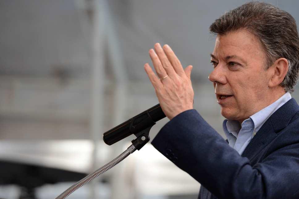 """Santos afirma que la economía colombiana """"va por buen camino"""""""