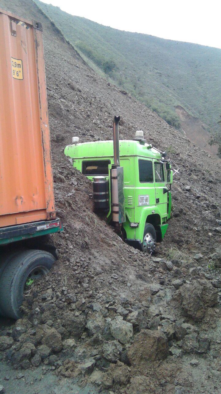 Sigue taponada  y  el paso restringido  en la vía Buga – Loboguerrero