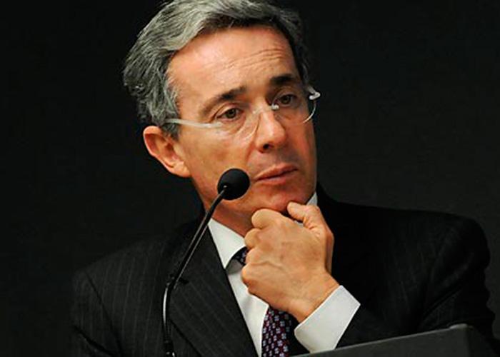 Universidad española anula acto de entrega de premio a Álvaro Uribe