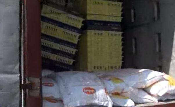 Alimentos y mercancías se pierden en los camiones detenidos en la carretera
