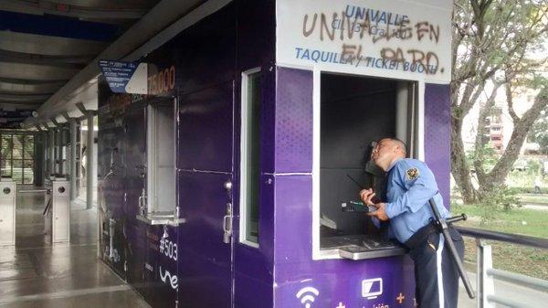 Encapuchados destruyeron estación Univalle del Mío en medio de protestas