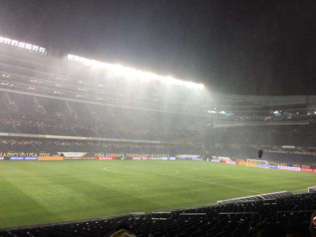 Partido entre Colombia y Chile fue suspendido por amenaza de tormenta