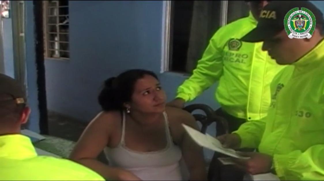 Mujer detenida por grabar pornografía con su hija de 10 años