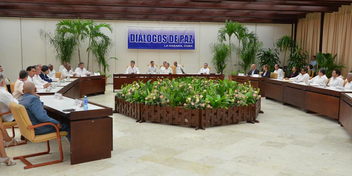 Es realista que jefes de Farc participen en política, dice jefe negociador