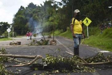 Grupo de indígenas desmiente el despeje de la vía Cali-Popayán