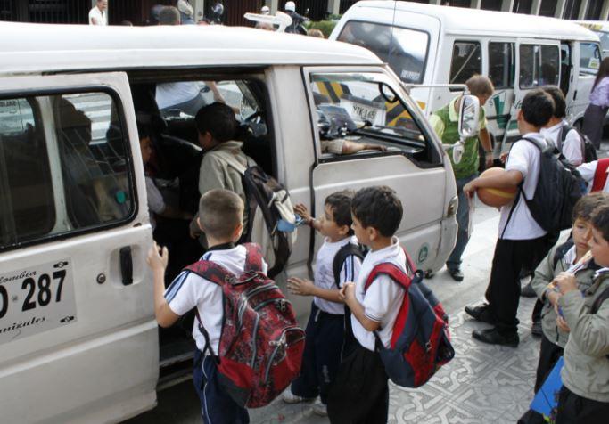 Estudiantes de cobertura podrían quedarse sin transporte