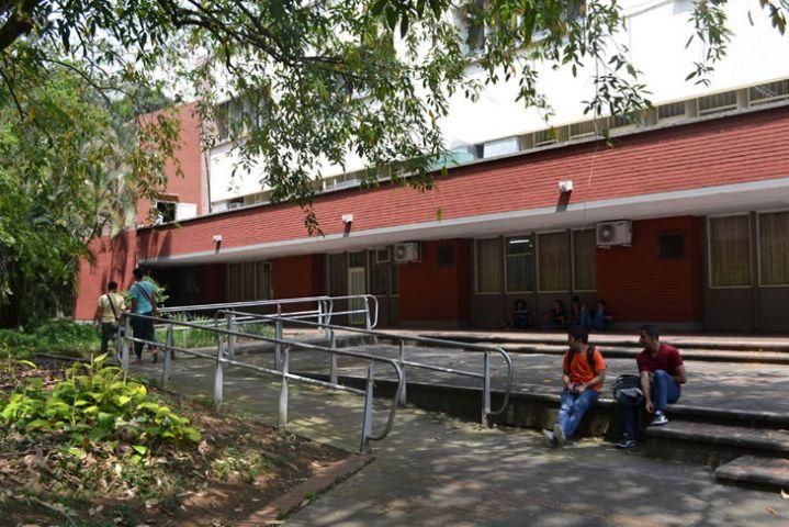 Univalle aprobó bono del 20% de descuento en matrícula para estudiantes de la región