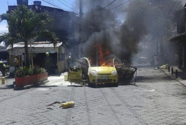 Explosión de cilindros de gas transportados en taxi deja dos muertos en Tumaco