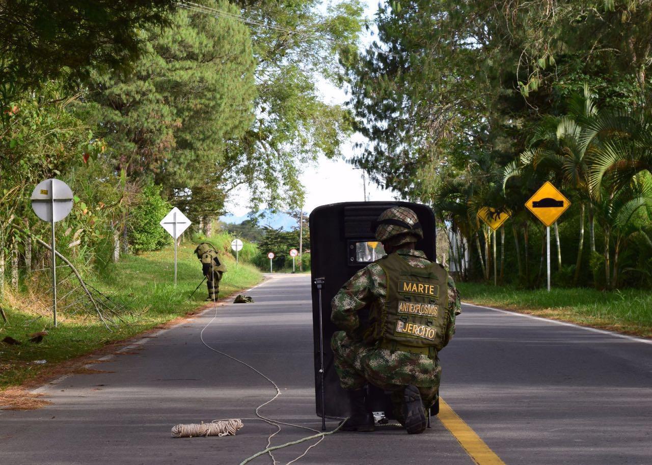 Ejercitó desactivó artefactos explosivos dejados cerca de escuela en Cauca