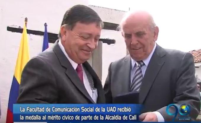 Facultad de Com. Social de la Uao recibió medalla al mérito cívico