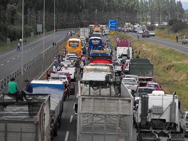 Gobierno y gremio de camioneros reinician conversaciones