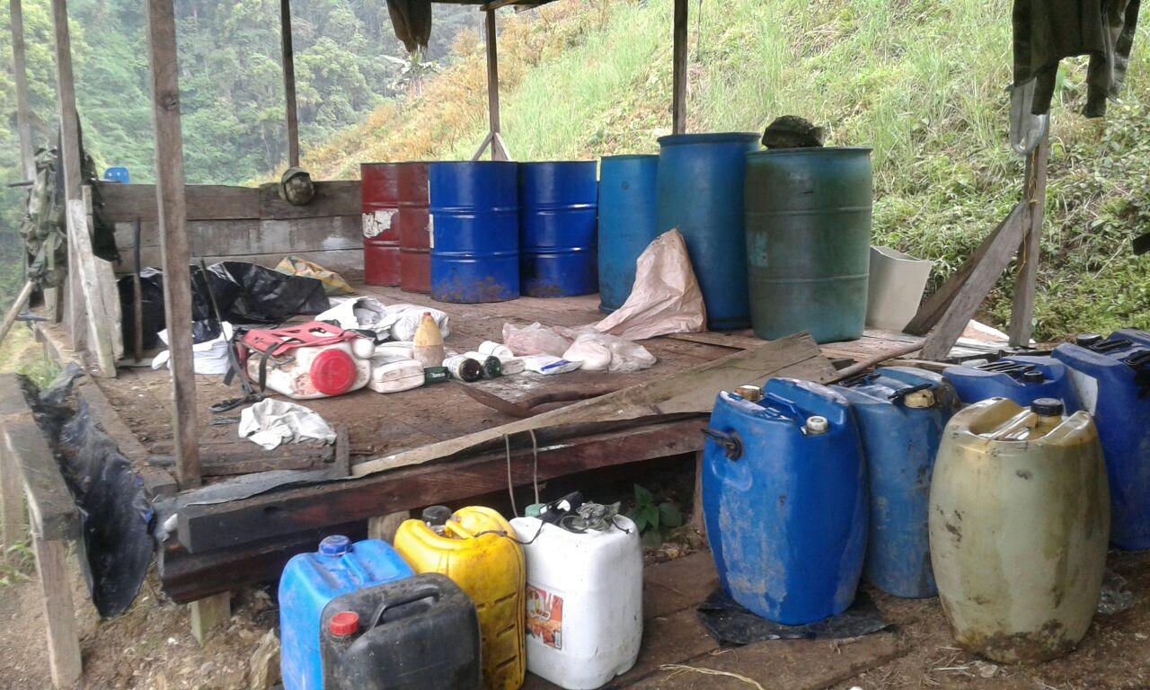 Ejército destruyó laboratorio de coca y depósito ilegal en Chocó