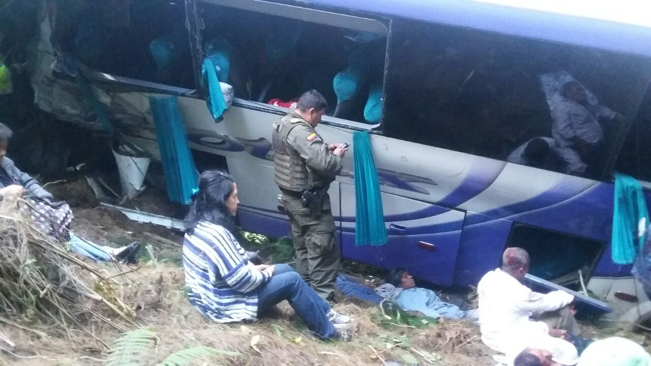 Cuatro muertos tras accidente de bus que cubría la ruta Bogotá-Cali
