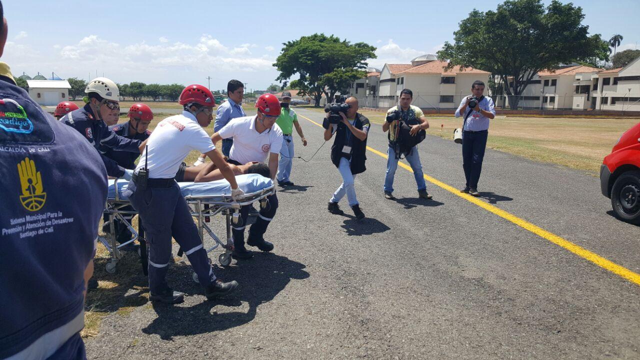 Fuerza Aérea y Bomberos rescataron los tres jóvenes perdidos en los Farallones