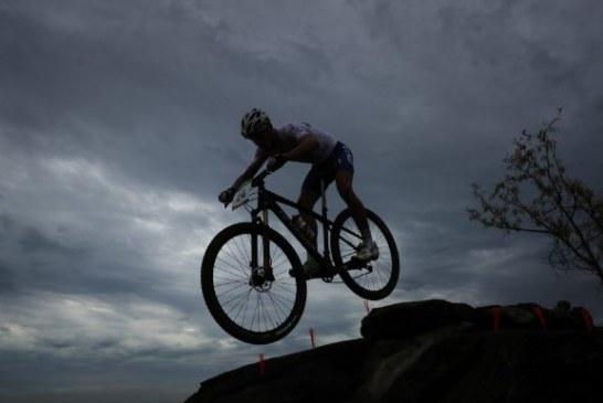 Ciclista denuncia robo de su bicicleta cuando entrenaba para la Microvuelta al Valle
