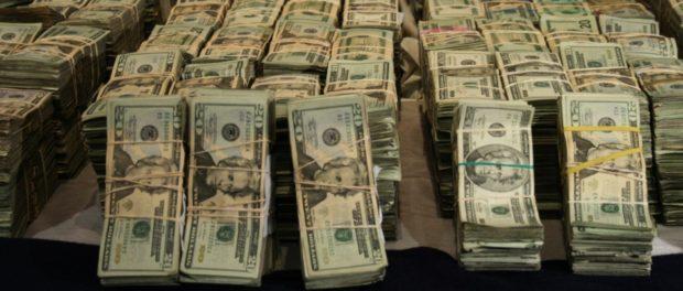 Hallan 2.400 millones, dólares y joyas en condominio de Cali