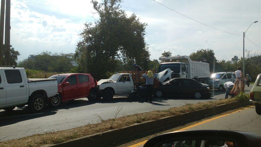 Accidente en la vía Jamundí-Cali deja un saldo de 20 heridos