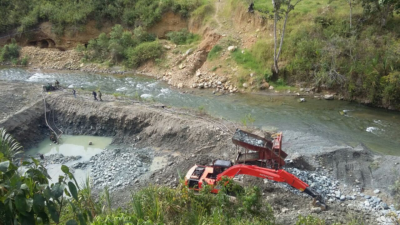 El Ejército capturó 4 sujetos que practicaban minería ilegal en Bugalagrande