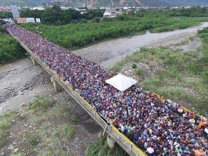 """Colombia y Venezuela acuerdan normalización """"paulatina"""" de frontera"""