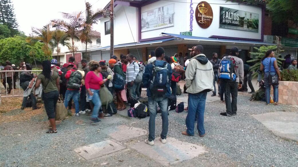 Llegaron a Cali más de 130 migrantes haitianos pidiendo apoyo al gobierno