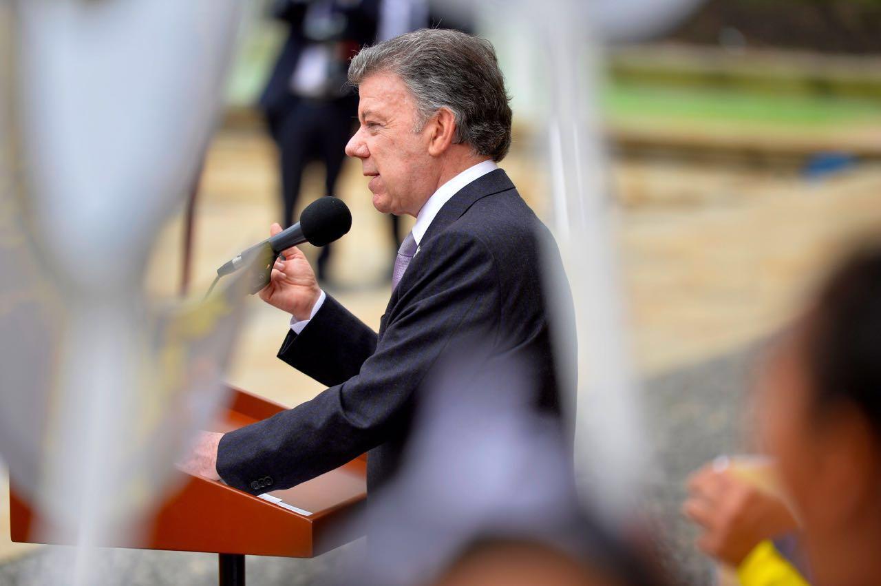 Aprobación de Santos es del 25 % al cumplir seis años en la Presidencia