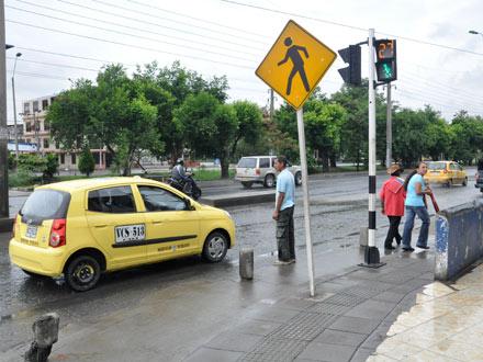 En retén de la Policía hallaron niña dormida en el baúl de un taxi