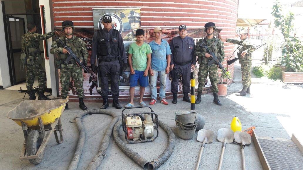 Casa por cárcel para dos hombres vinculados con minería ilegal en Riofrío