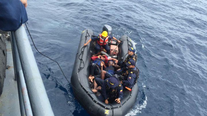 Armada Nacional rescató tres náufragos en el Pacífico