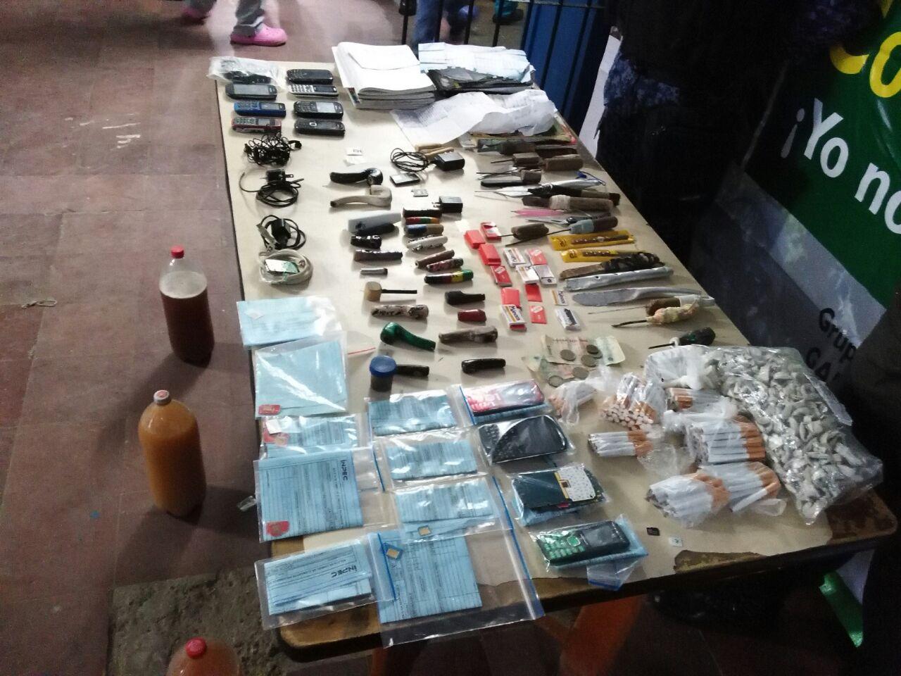 Policía incautó drogas, celulares y armas en la cárcel de Buenaventura
