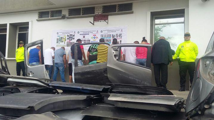 Capturan 12 personas por robo y venta de partes de vehículos