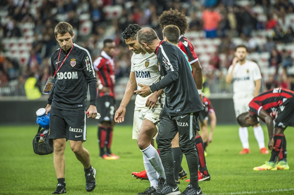 Falcao, trasladado a hospital tras sufrir un golpe en partido ante el Niza