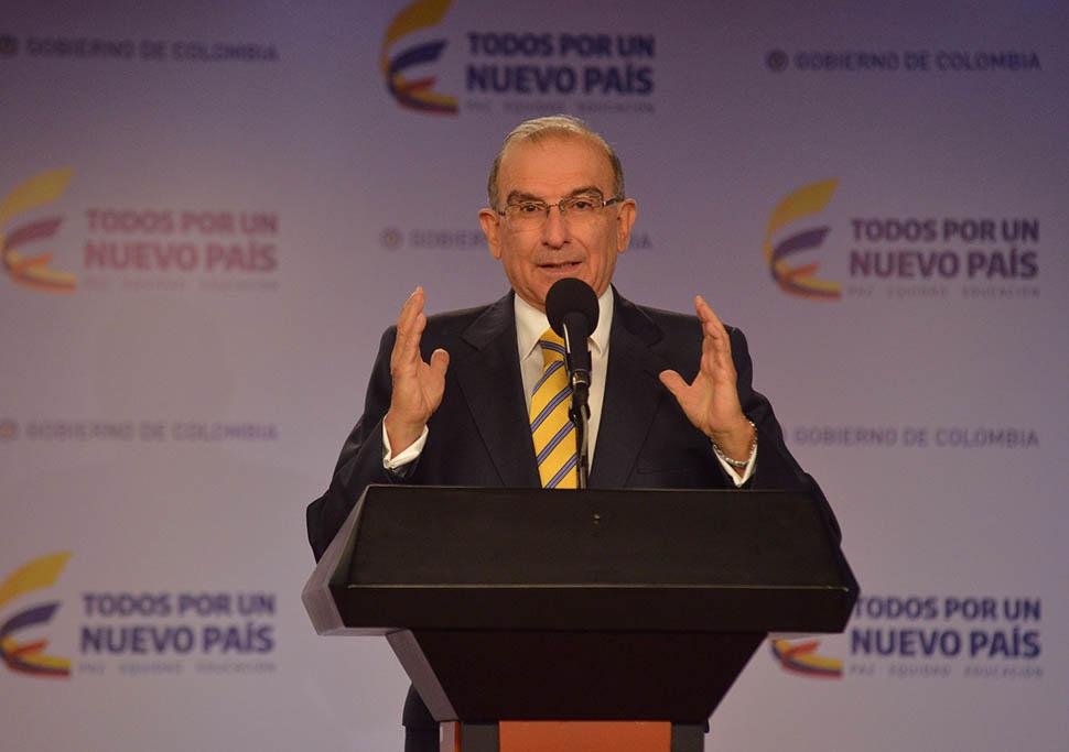 De la Calle invita a expresidentes Uribe y Pastrana a diálogo sensato